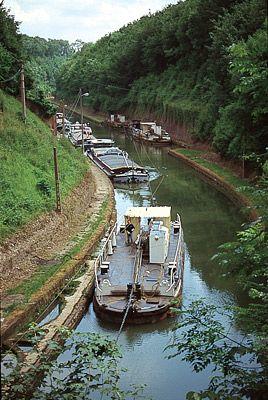 Le toueur, bateau qui tracte les péniches à Riqueval - Aisne