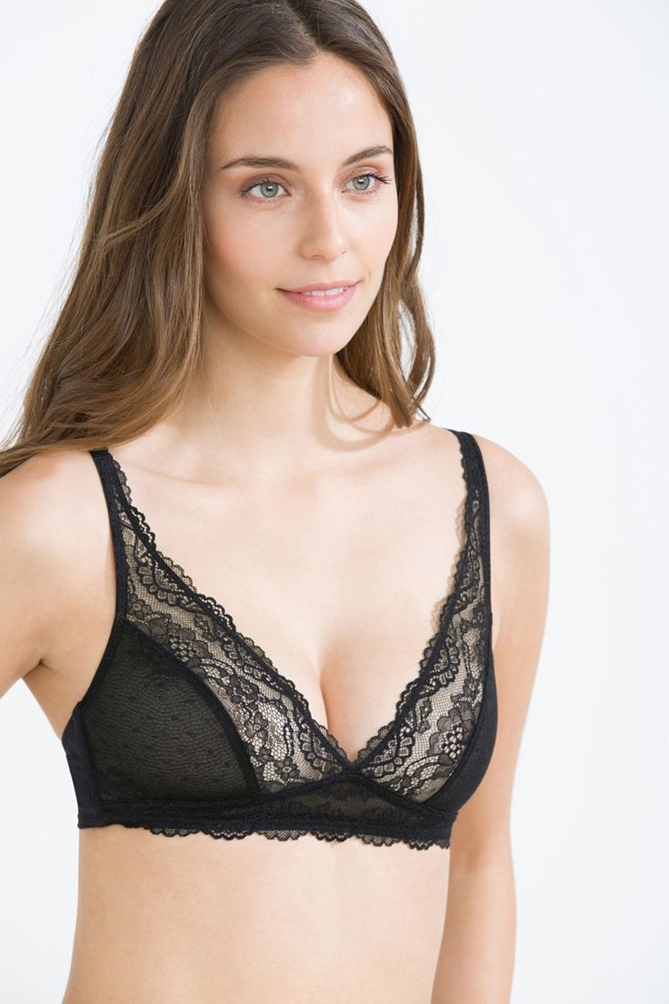 Comfortable sexy triangular halter bra with lace.</br>- Without foam.</br>- Wireless.</br>- Rear fastening.</br>- Adjustable straps.
