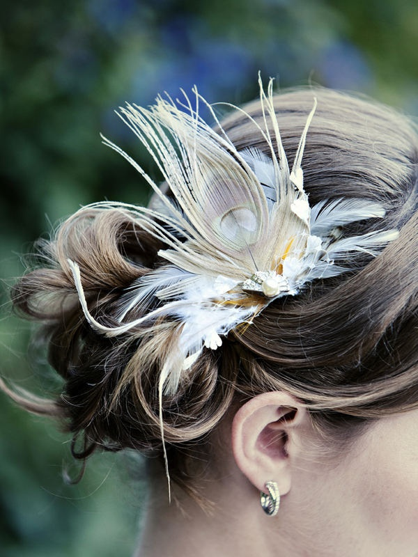 Feather hair accessory: Hair Pieces, Dusty Pink, White Peacocks, Wedding Hairstyles Feathers, Wedding Plans Ideas, Hair Accessories, Feathers Hair, Peacocks Feathers, Blue Wedding
