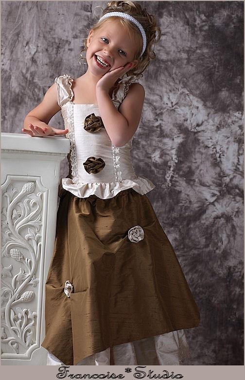 Stunning holiday dress by francoiselamasolet