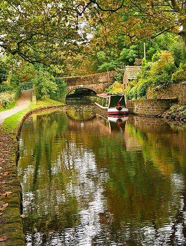 Moorgate Street Bridge over the Huddersfield Narrow Canal, Uppermill, Saddleworth, England