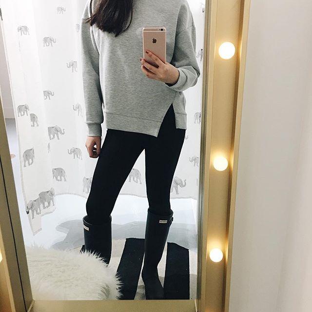 Feeling cozy. Asymmetrical Sweatshirt .  .  .  .  .  .  .  #unicorniostudio #newarrivals #fashionlovers #fashionboutique #onlineshopping #supportlocal #fashionblogger #canadianfashion #ootd #ootdfashion #instafashion #yyt
