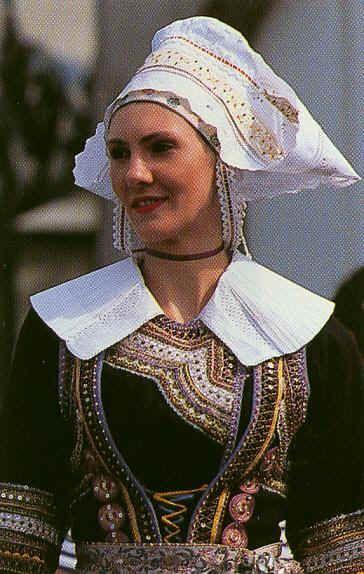 Un autre costume folklorique beau Pays de l'Aven, Bretagne XIXe siècle