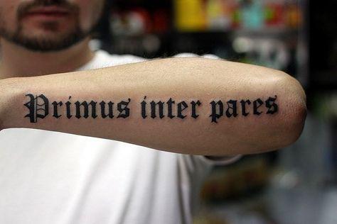 Красивые тату надписей с переводом на руке, ноге, запястье ...