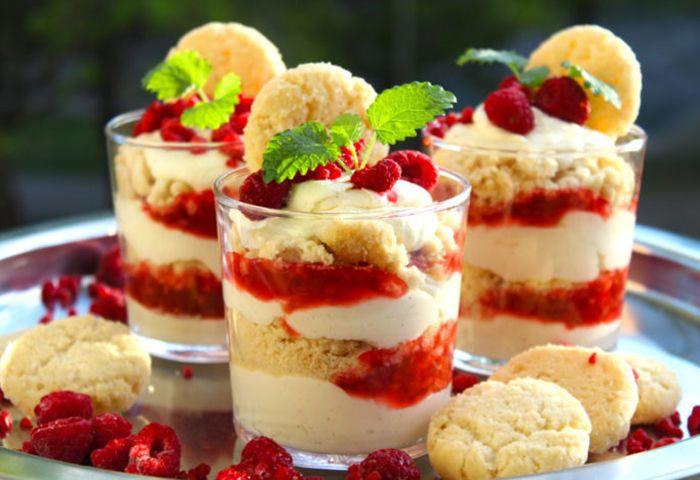I midsommar drömmer vi om jordgubbar och söta smaker när det vankas efterrätt. Inspireras av bloggarnas bästa recept – här tipsar fem kreativa bloggare om sina favoriter.