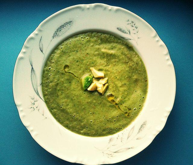 Суп из кабачка и базилика