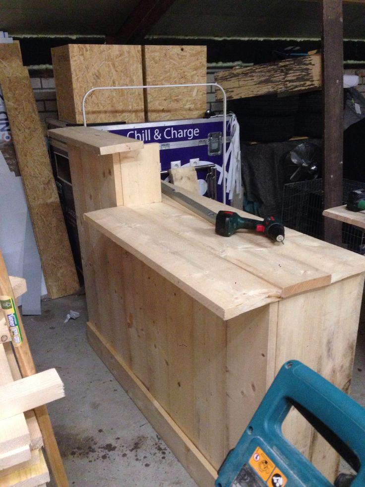 Begin van voorzijde balie steigerhout voor www.schoonheidsalonpura.nl