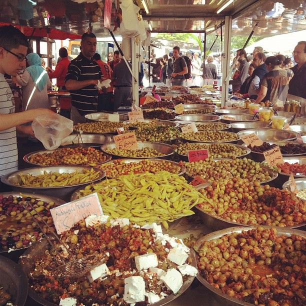 Zuidmarkt / Marché du Midi - Midi/Zuid station. Sun 06:00 – 14:00. One of the largest markets in Europe, with a strong North African influence. A great source of fresh fruits and vegetables, and the prices drop to dirt cheap by 13:30.