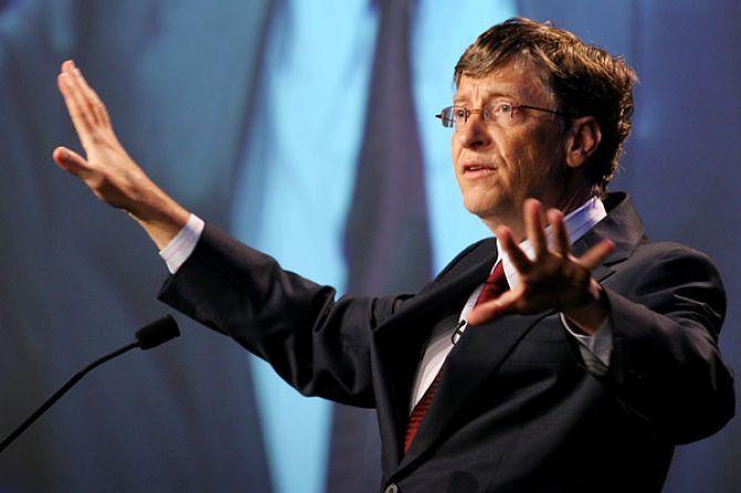 Bill Gates smatra da bi roboti trebali plaćati isti porez kao i ljudi