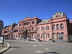 La Casa Rosada en la Ciudad de Buenos Aires, frente a la histórica Plaza de Mayo