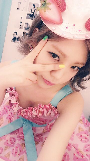 Orange Caramel's Lizzy self-camera 5/19/2014