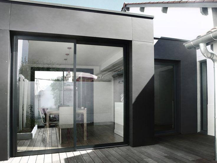 Agence d'architecture Romain Thévenot : Extension de maison à Anglet, pays basque, France. Ossature bois / Eternit, terrasse bois.