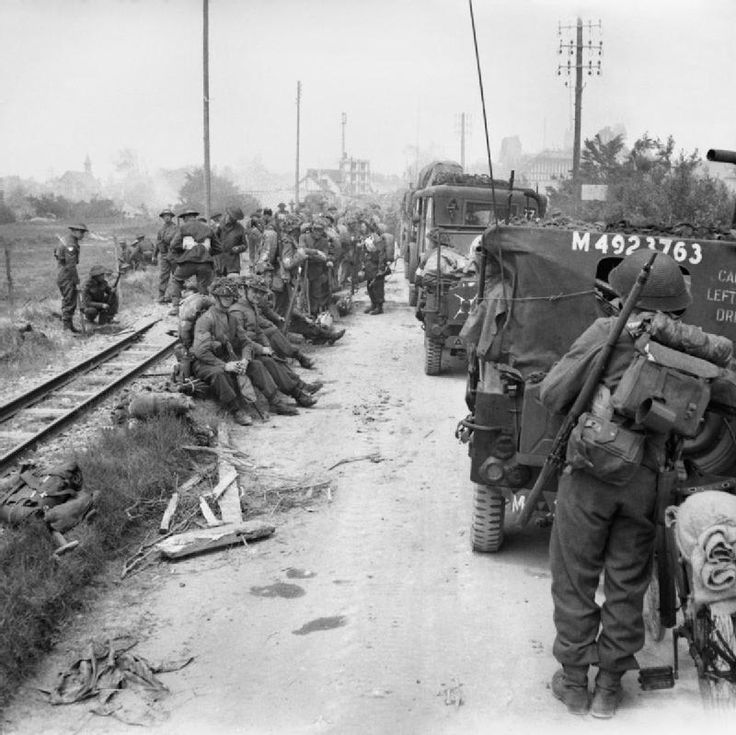BRITISH ARMY NORMANDY 1944 (B 5084) Troops and vehicles of 3rd Division waiting to move inland from Sword Beach, 6 June 1944.