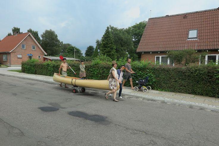 familien afsted med kanoen