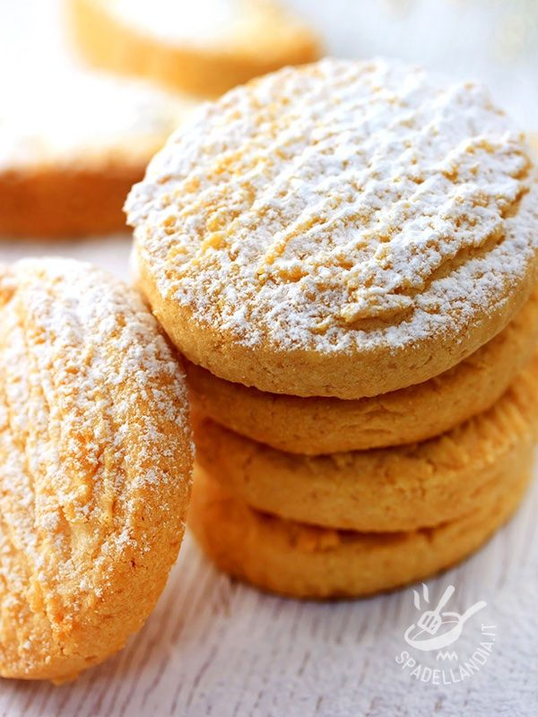 Pumpkin biscuits - Se cercate una merenda gustosa ma salutare per i vostri bimbi, provate la ricetta dei Biscotti alla zucca, facilissimi e veloci da preparare!
