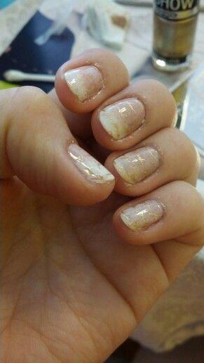 Uñas en degrade, Essie: vanity fairest &lady like con  esponja de maquillaje, stamping: Moyou princess collection nro 11 con gold bold de Maybelline. Nails stamping