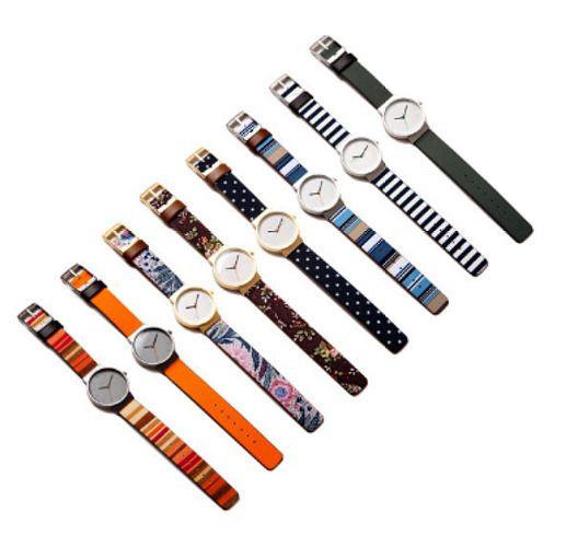 학창시절에는 가죽 밴드 시계를 찼고, 어른이 되어서는 메탈 시계만 착용했는데요. 언제였던가 한번은 펜들턴 같은 푸근한 패턴의 옷을 입었는데 메탈 시계가 어찌나 차고 건조해 보이던지... 그래서 깔끔한 패턴 시계 하나 장만했어요! 바로, 클로이(Cloi)  브랜드 사이트에서 가져온 클로이 시계 이미지 정말 예쁘죠? 무엇보다 이렇게 예쁜 시계가 국내 제품이라니 더욱 마음에 들어요.  클로이는 시계마다 시계줄에 다양한..
