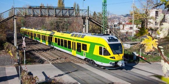 Los primeros trenes #Flirt del operador Gysev circulan ya entre Austria y Hungría #stadler #railway #rollingstock