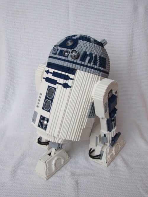 LEGO tends to to be awesome in general, but a large LEGO R2D2, complete with motorized movements? That's just plain LEGO inspired win. And so cool! (Video of this bad boy moving can also be found in the link.)    LEGO R2D2 by Ickelpete, via Geeks are Sexy: http://www.geeksaresexy.net/2011/08/01/lego-rc-r2d2-ftw-video/