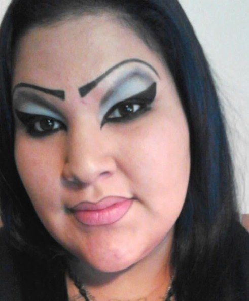 This curvy lady. | 43 People Whose Eyebrows Are So Bad They're Actually Works Of Art