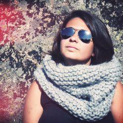 Ohlala trop facile à tricoter ce snood ! Une pure laine XXL et de très grosses aiguilles en bambou et hop, tricoté en 3h. Même si tu n'as jamais tricoté c'est aisé. La texture est fantastique et la chaleur épatante. Pour les filles & les gars....