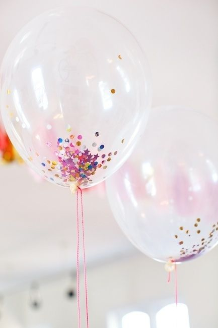 gold glitter in clear balloons! love it