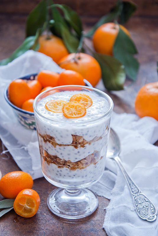 Думаю такие завтраки в особом представлении не нуждаются. Здесь йогурт с семенами чиа и гранолой, кукурузные хлопья, круассаны, овсяная каша с орешками и медом,…