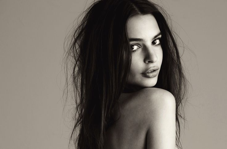 Emily Ratajkowski  Love her in Robert Thicke's clip Blurred Lines. She's just funny and beautiful!