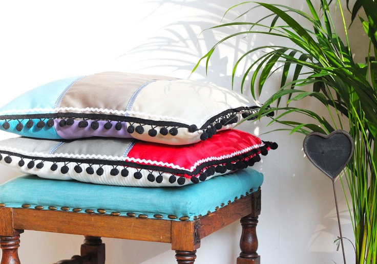 Cushion DIY: Diy'S, Lana Red, Inspiration Cushions, Decor Projects, Cushions Diy, Sewing Ideas, Red Studios, Bedrooms Furniture, Vintage Inspiration