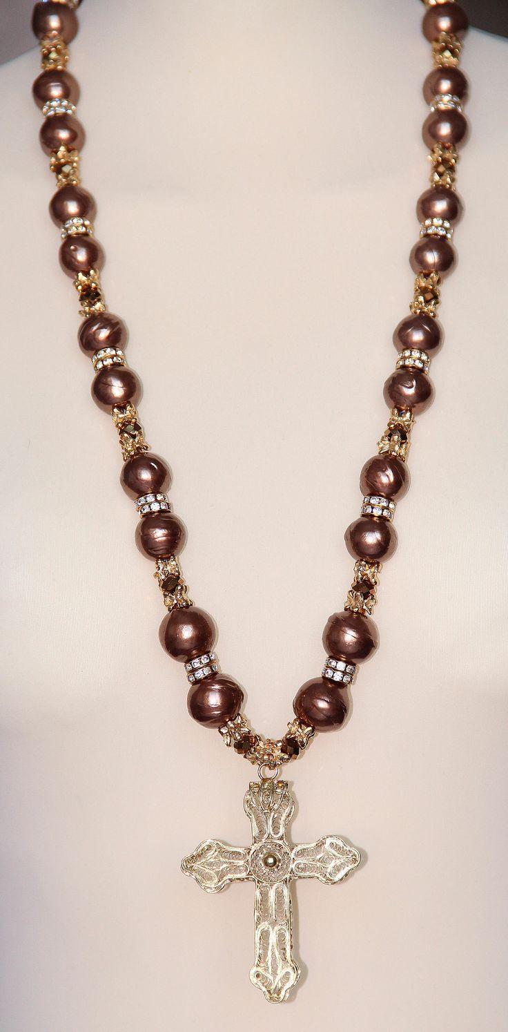 PEZZO UNICO - Perle, elementi in metallo, rondelle di strass Swarovski, croce lavorata a mano in filigrana