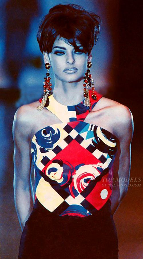 Linda Evangelista walking the runway for Gianni Versace