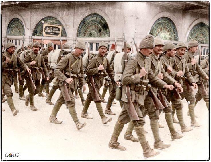 Ottoman infantry pass through the city of Aleppo (Syria), circa 1914.