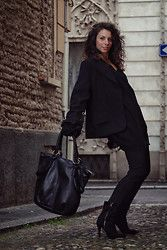The Many Colours of Black. An autumn look (n-1) couture and Ebarrito.