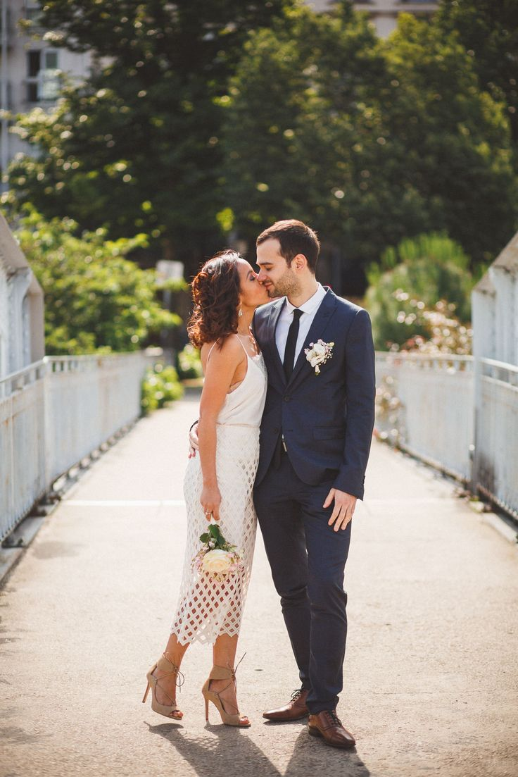 Elle vient d'Équateur et lui de la France. Vendredi dernier, Patricia et Jean ont célébré leur mariage civil à Paris. Après une séance photo lumineuse au port de l'Arsenal à Bastille, direction la mairie du 11ème pour le mariage !