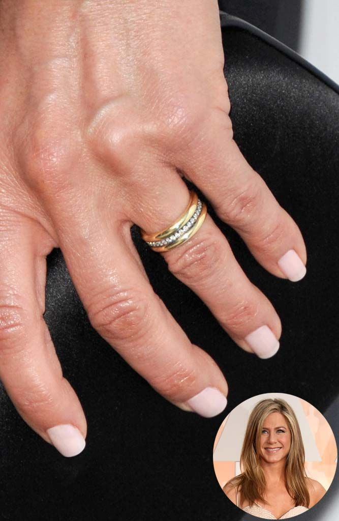 Hello gorgeous: http://www.stylemepretty.com/2015/08/20/inspired-by-jennifer-anistons-gold-wedding-ring/ | Photography: Getty