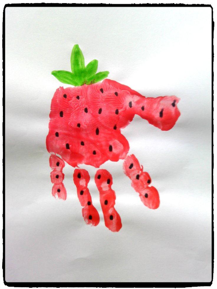 fraise en empreintes de mains, été, activité enfant