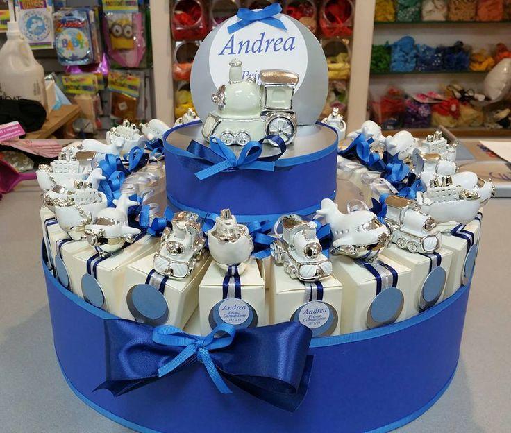 bomboniere comunione torta di scatoline con mezzi di trasporto, tag e centrale