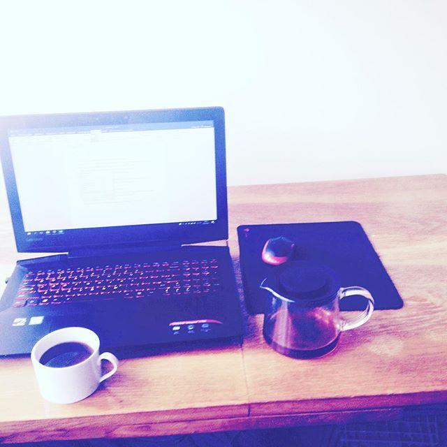 Poranne pisanie #herbata #pisanie #biurko #nowytekst #izabellagaudyńska #gaudyńska
