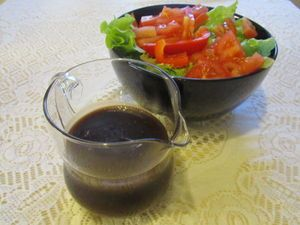 Balsamico-salaattikastike