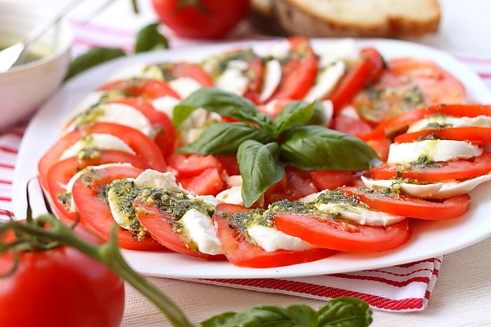 Ingredients:    2 (250 g) fresh mozzarella from cow or buffalo    3-4 large tomatoes    40 g basil leaves    20 gr pine seeds / nuts / peanuts    1 clove garlic small    50 g parmesan    1 / 2 cup olive oil    Wash tomatoes, cut them in slices to delete and right. Mozzarella cut into slices the same thickness of slices of tomato.    They sit on a platter with alternating slices of mozzarella re...