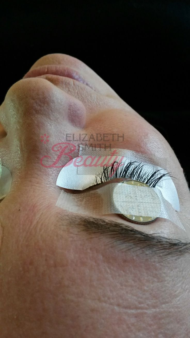 How to prevent eyes twitching during eyelash extensions application? This week I had a very excited client come in to have her eyelash extensions infilled. She was super hyped up as her eyelash extensions she had in were over 4 weeks old and desperately needed topping up. She had them done in London at the …