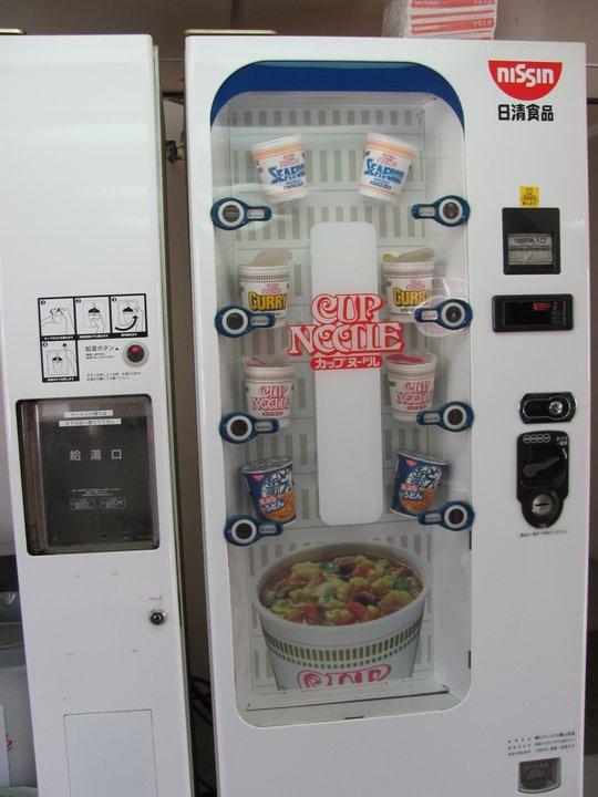 Japan Cup Noodle Vending Machine! ANNA MANZELLI!