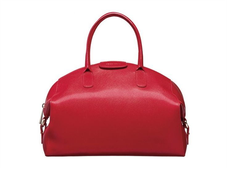 Coccinelle: shopping in red per noi di Vidas su Vogue Italia