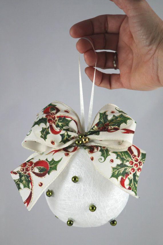 White Christmas Ball ornement décoration hiver maison par MiaPuPe, $17.00
