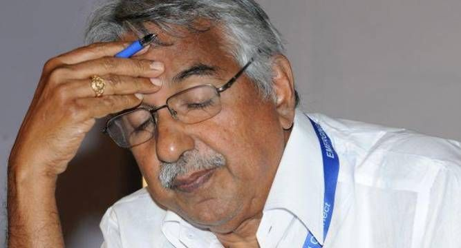 #KeralaHC puts stay on FIR against Kerala CM Oommen Chandy for 2 months