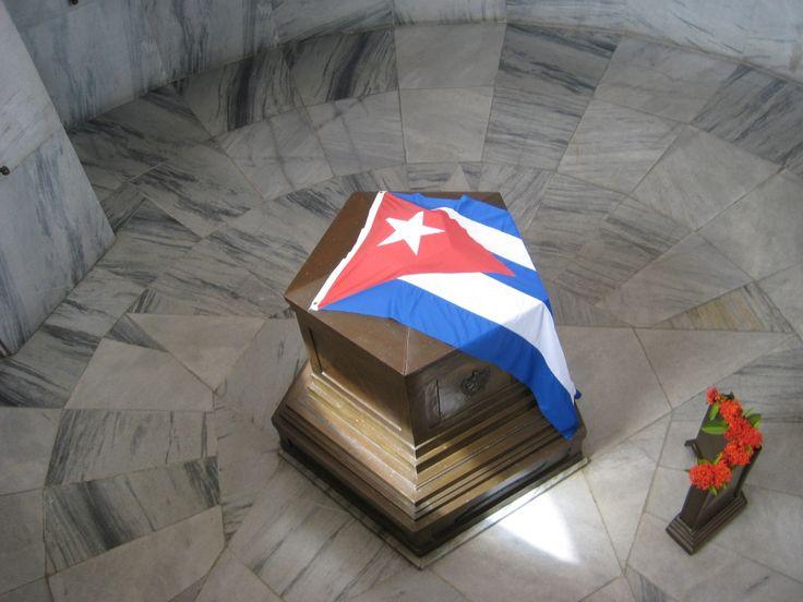 « Surtout, soyez toujours capables de ressentir au plus profond de votre coeur n'importe quelle injustice commise contre n'importe qui, où que ce soit dans le monde. C'est la plus belle qualité d'un révolutionnaire. » Ernesto Che Guevara, Lettre à ses enfants, mars 1965.