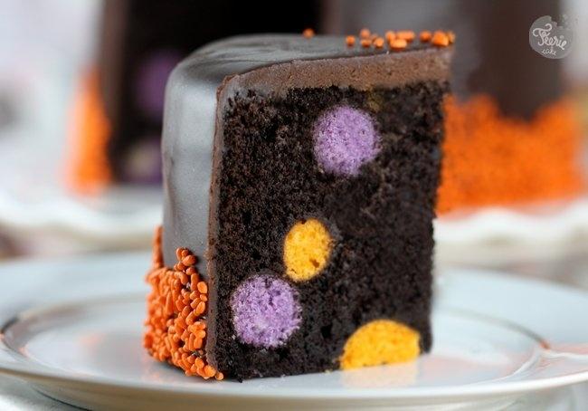 Gâteau caché avec des cakes ball aux couleurs d'Halloween ^^