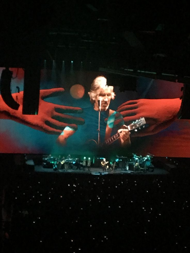 Roger waters .... Pink Floyd ...at the palace of auburn hills tonight !!!! Rad show