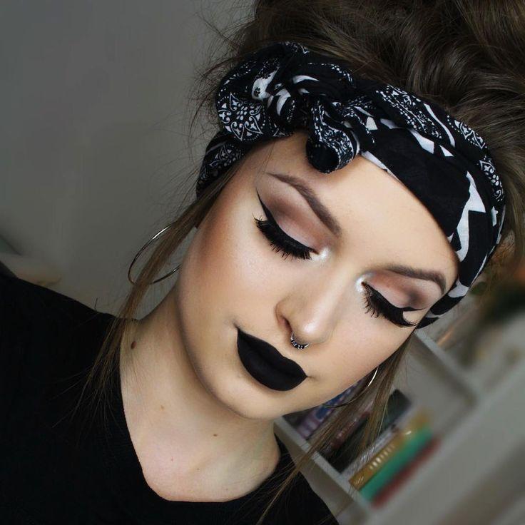 classic winged eyeliner & black lipstick | makeup // pinterest: joiespooks