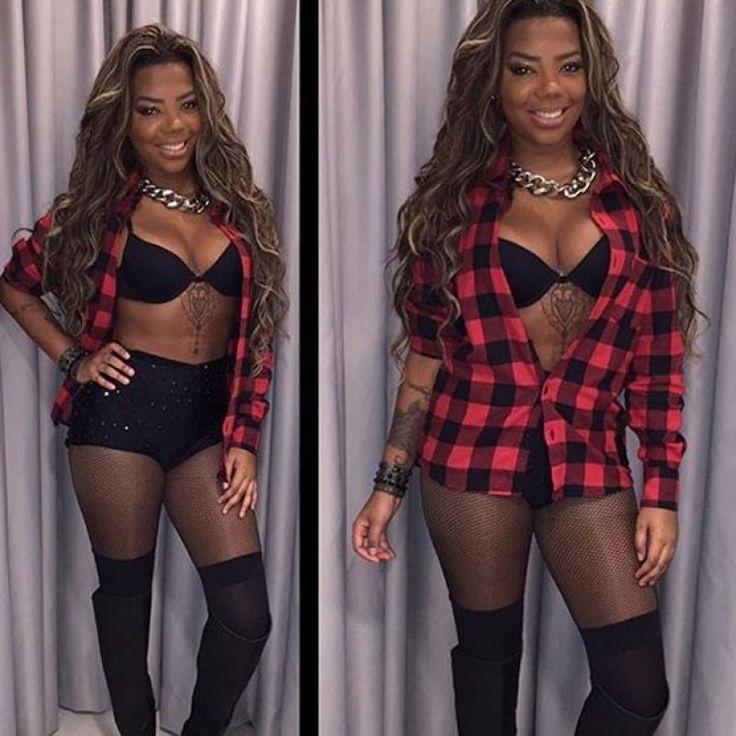 """Ludmila Oliveira da Silva (Rio de Janeiro, 24 de abril de 1995 ), conhecida apenas como Ludmilla e, anteriormente, como MC Beyoncé, é uma cantora e compositora brasileira de funk melody e funk carioca, que ascendeu à fama em 2012 com a canção """"Fala Mal de Mim"""". Seu álbum de estreia, Hoje, foi lançado em 26 de agosto de 2014 através da Warner Music Brasil. """"Sem Querer"""", """"Hoje"""", """"Te Ensinei Certin"""" e """"Não Quero Mais', foram lançados como singles de avanço."""